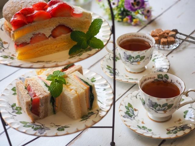 紅茶とケーキスタンド