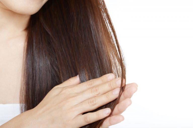 大人の髪に潤いとツヤをもたらすトリートメントの正しい選び方