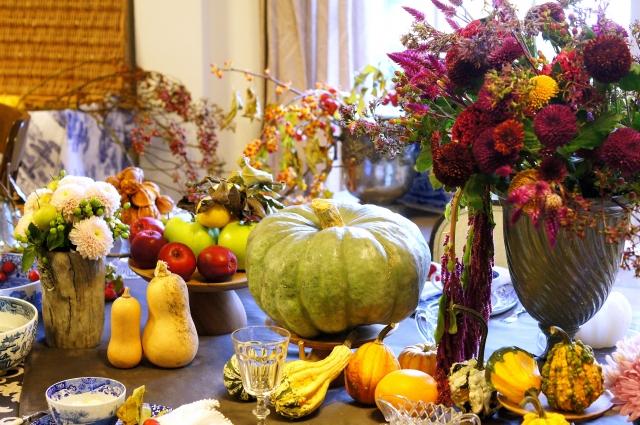 カボチャや秋の花を使ったテーブルコーディネート